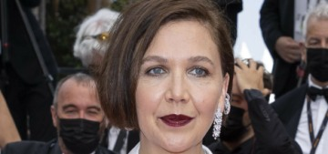Maggie Gyllenhaal in Chanel at Cannes premiere: awful or comfortable?
