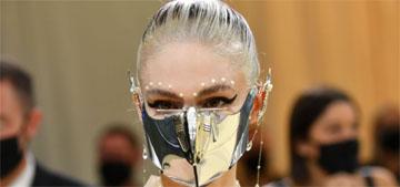 Grimes in Iris van Herpen at the Met Gala: the accessories make the look
