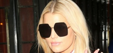 Jessica Simpson is about to buy the majority stake in her billion-dollar business