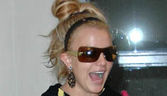 """Britney Spears """"plans to adopt Chinese twins"""""""