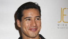 Mario Lopez hosts contest for women to win breast implants