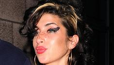 Amy Winehouse was in the hospital because her breast implants are leaking
