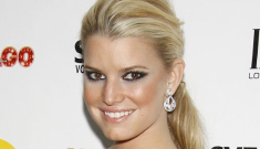 Jessica Simpson gets weepy at Ashlee's Broadway debut