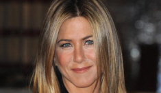 """Jennifer Aniston will be a 'Pretend Wife'"" links"