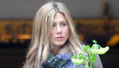 Jennifer Aniston set up with Kevin Connolly by Tobey MaGuire?