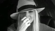 Lindsay Lohan crack-tweets her commercial airline & rented car drama