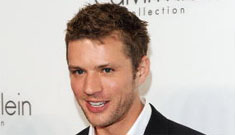 Ryan Phillippe is hitting the town and hitting on the ladies