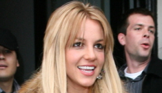 Britney Spears goes blonde again & the weave doesn't look busted!