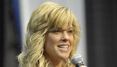 """Kate Gosselin speaks at women's conference, is a """"total diva"""" on DWTS"""
