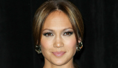 Jennifer Lopez will play Goldie Hawn role in remake of 'Overboard'