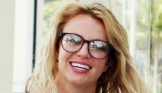 Bespectacled Britney Spears looks cute & fresh