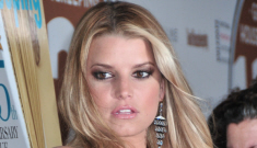 Jessica Simpson doesn't know how to dress or style for her figure