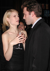 Gwyneth Paltrow looking disgusted at Ben Affleck