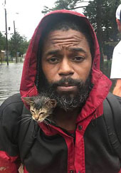 Famous photo of man with kitten on boat credit: Avalon.red